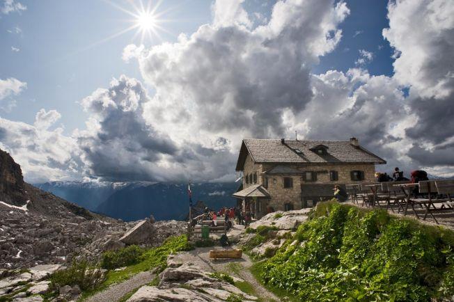 Carlo Baroni Soggetto: Val di Fassa – Rifugio Roda di Vael di notte
