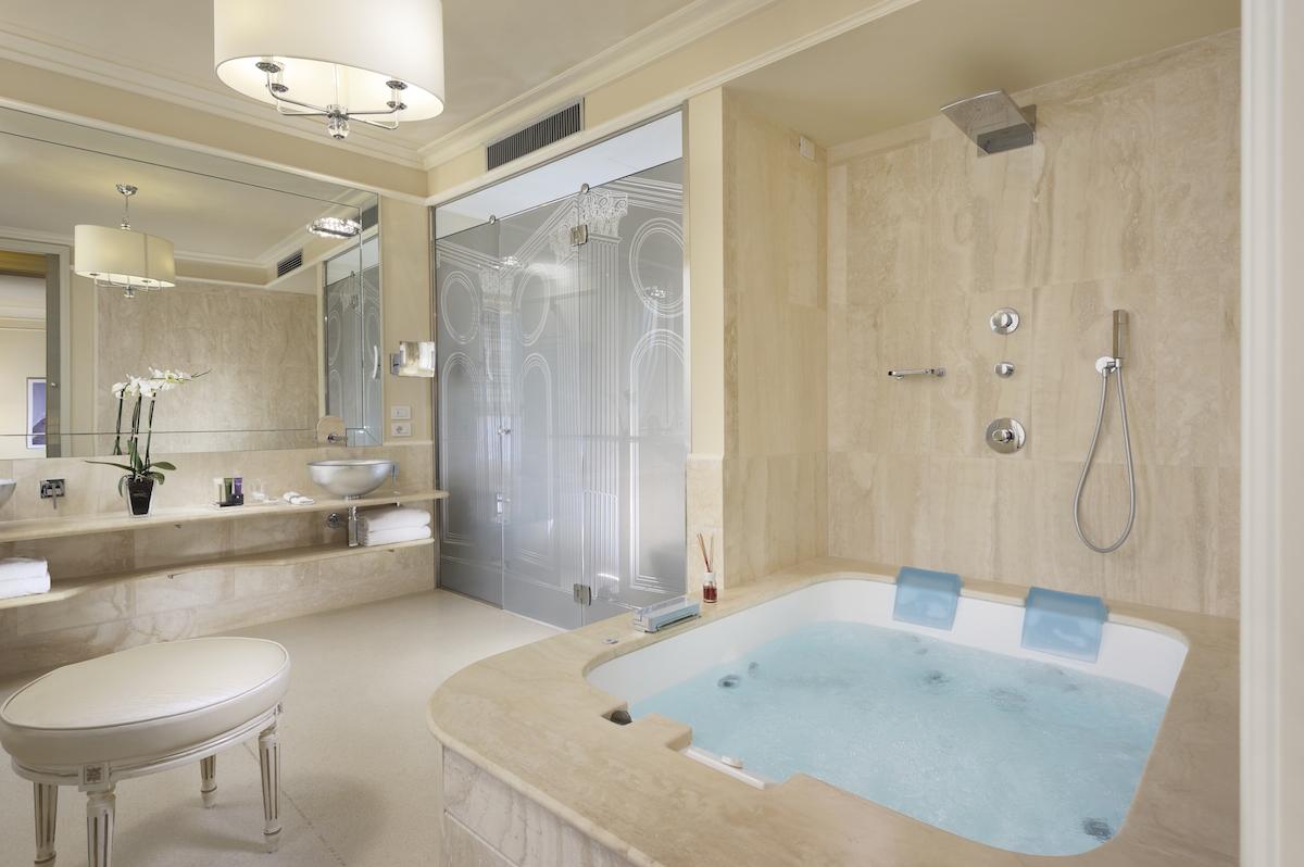 Hotel_Brunelleschi_Pool Suite Bathroom
