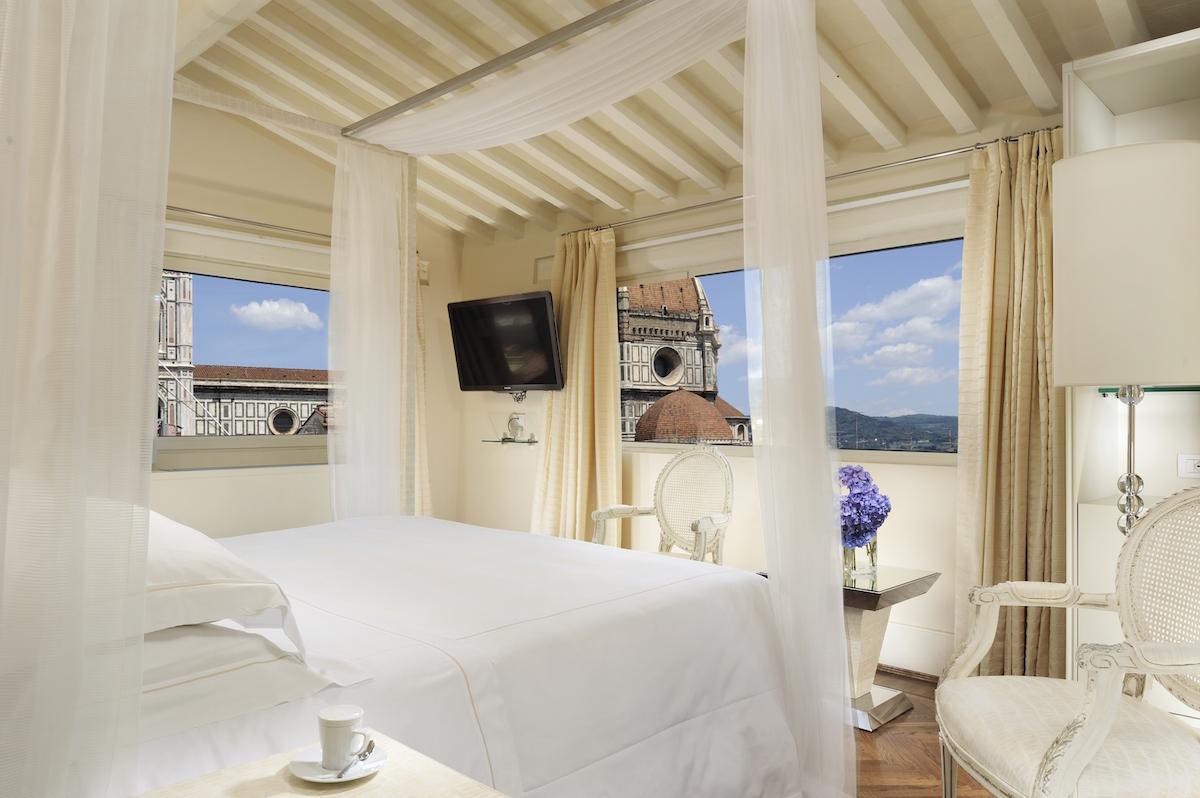 Hotel_Brunelleschi_Pool Suite Bedroom