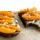 Crostoni con Emmentaler DOP, Albicocche e Rosmarino